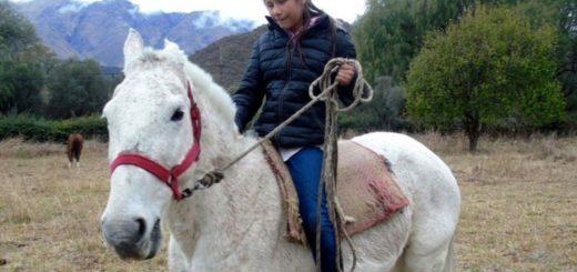 """La conmovedora historia de Lucia: es ciega, iba al colegio a caballo hasta que un """"angel"""" se cruzó en su camino"""