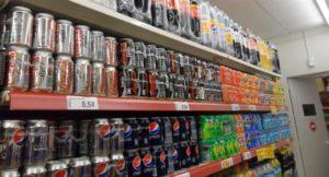 Después de la marcha atrás con las bebidas alcohólicas el Gobierno analiza rebajar impuestos a bebidas azucaradas