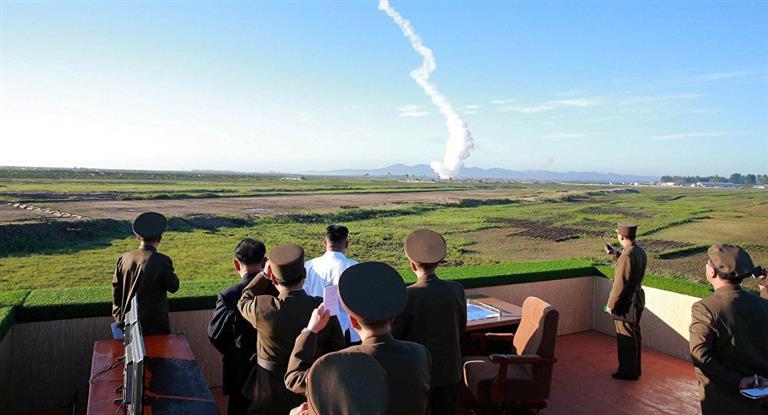 Corea del Norte lanzó un nuevo misil al mar de Japón y eleva otra vez la tensión mundial