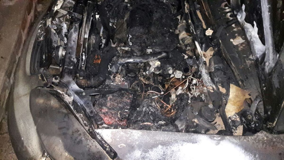 Se incendió un auto en Garupá y creen que fue intencional