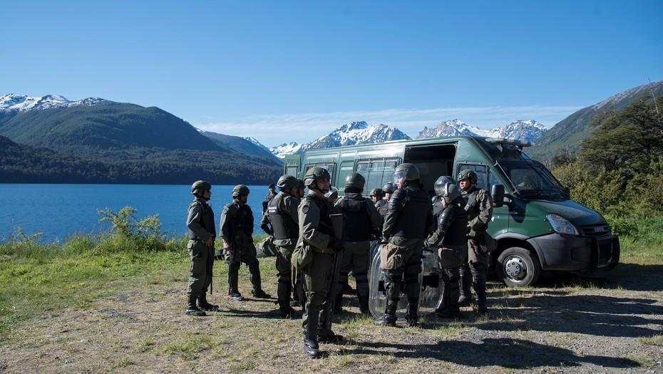 Muerte del joven mapuche: buscan a 9 activistas prófugos en la montaña