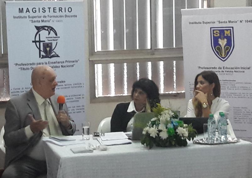 Presentaron una nueva propuesta educativa y una obra de literatura pedagógica en el Instituto Santa María de Posadas