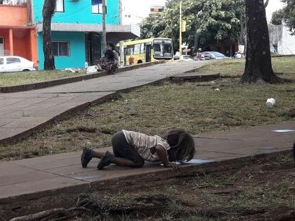 """La foto que recorre el mundo: """"Todas las familias mbyá reciben asistencia y cobran planes en Misiones"""", dijo el titular de Asuntos Guaraníes"""