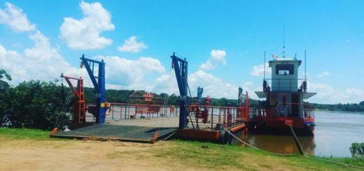 Corpus: el cruce en balsa es la alternativa para cruzar al Paraguay y evitar largas horas de colas en Posadas