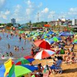 """En Encarnación advierten a los que ensucian las playas: """"Vamos a sacar a los que son puercos"""""""