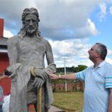 """Passalacqua le entregó una tabla """"a medida"""" a joven surfista misionero"""