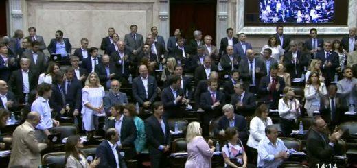 Una sesión accidentada y maratónica en Diputados busca aprobar la reforma previsional