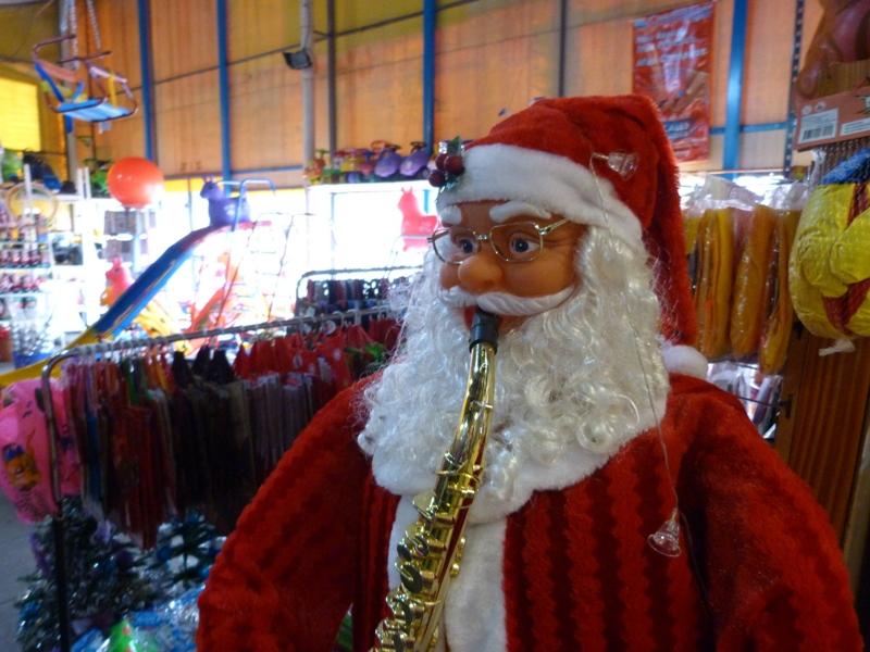 Posadas: Fuerte movimiento en las ventas de artículos navideños pese a la competencia que hay en Paraguay
