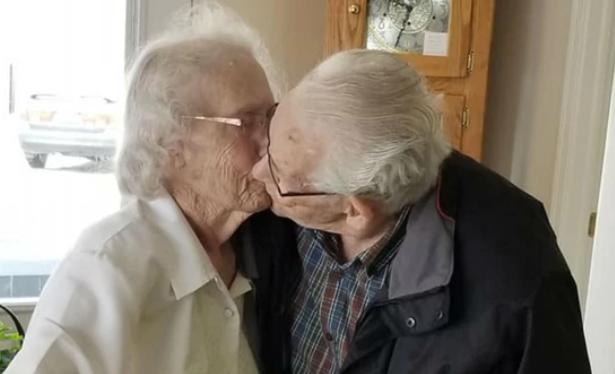Una semana antes de Navidad dos ancianos que permanecieron 73 años juntos fueron obligados a separarse
