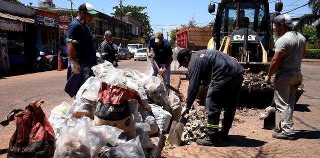 El municipio realizó un operativo de eliminación de minibasurales en la Chacra 147