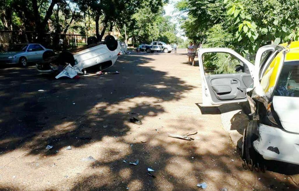 Posadas: violento choque y vuelco en Villa Cabello dejó personas heridas