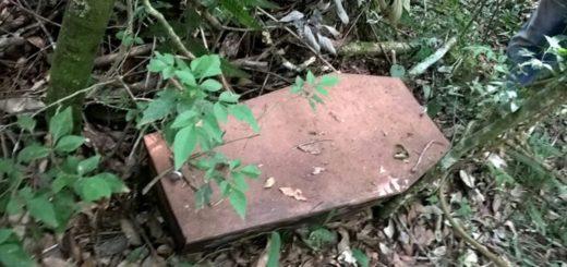 ¿Broma macabra o mensaje? encontraron un ataúd abandonado en las afueras de San Vicente
