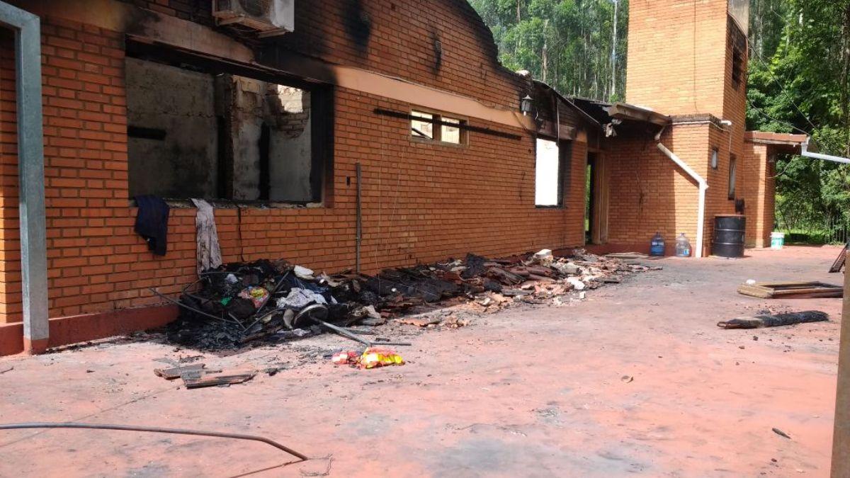 Mientras celebraban la Navidad con unos parientes, un incendio destruyó su residencia