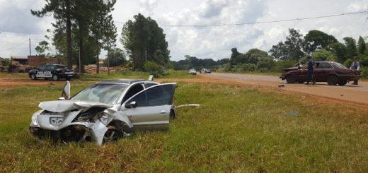 Violento impacto entre dos coches en Dos de Mayo