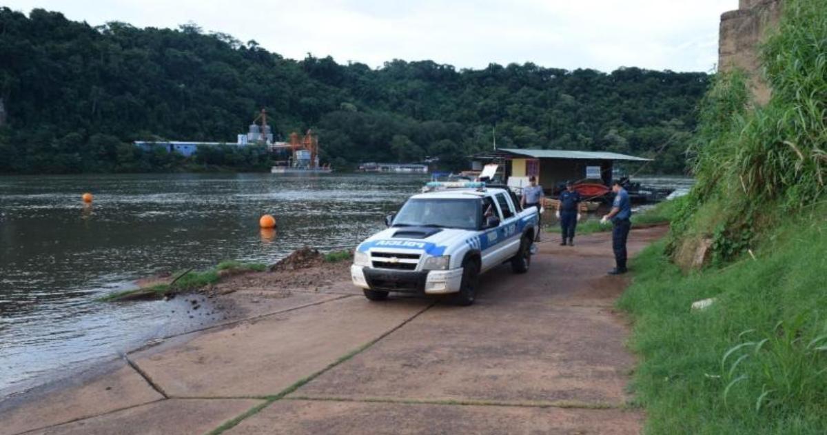 Hallaron el cadáver de un hombre flotando en el río Paraná, frente a Iguazú