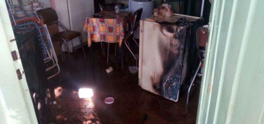Rescatan a dos hermanos atrapados tras el incendio de una vivienda en Posadas