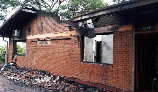 En pleno festejo navideño ardió una vivienda en Eldorado