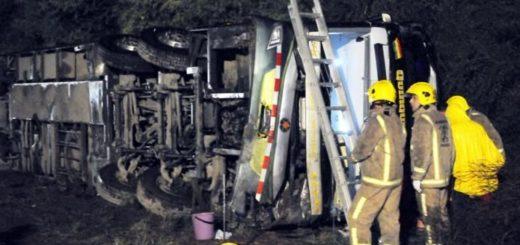 Tragedia en Santiago del Estero: cinco muertos y 20 heridos tras volcar micro