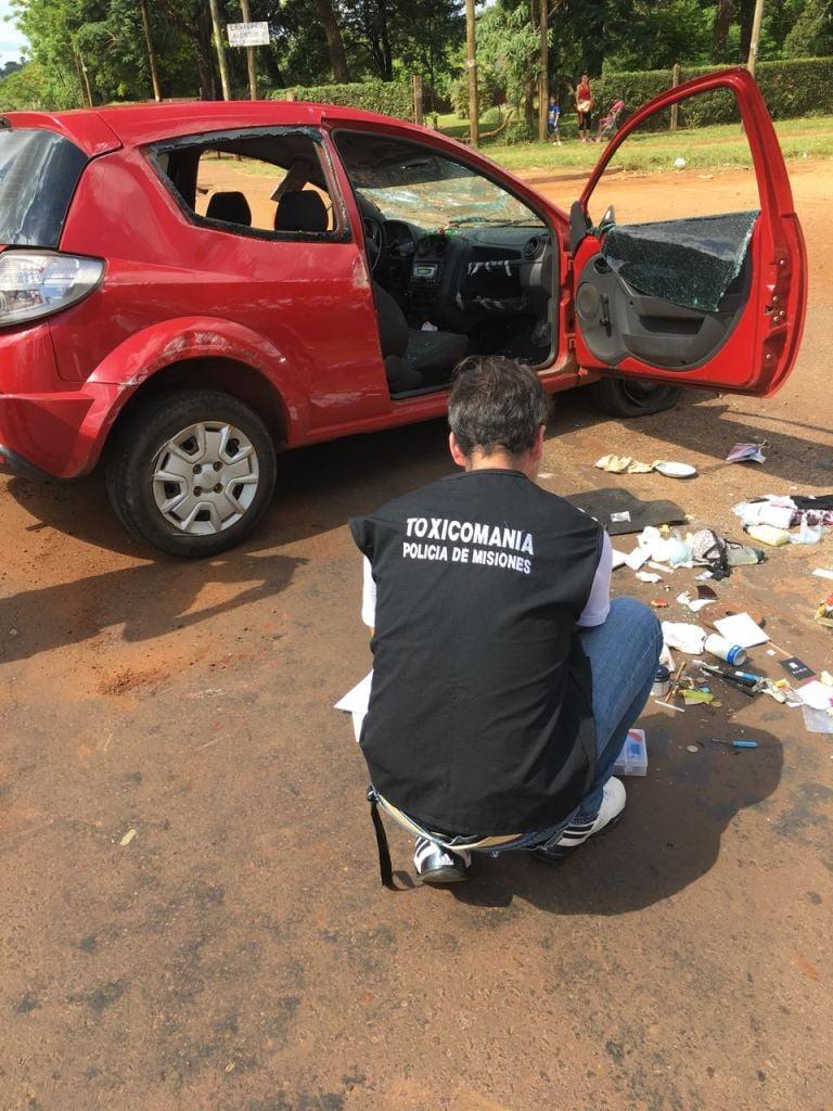 Tras morder el cordón, un coche volcó y el conductor debió ser hospitalizado