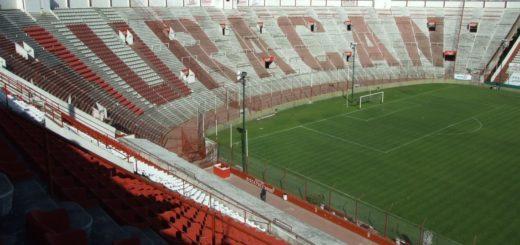 Una amenaza de bomba puso en suspenso el partido entre River y Huracán