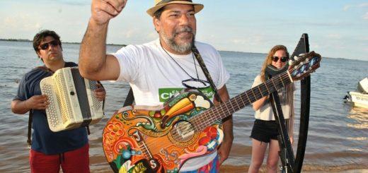 Navegando por el río Paraná Joselo Schuap revivió el espíritu chamamecero en la séptima luna de la Fiesta Nacional del Chamamé