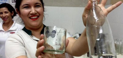 Turismo sostenible: Reciclaje, creatividad y valor agregado con técnicas de vitrofusión promueven colaboradoras del Amerian Portal del Iguazú