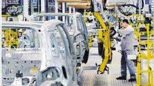 El 75% de las empresas automotrices y autopartistas ya están reduciendo personal, afirma estudio de Adecco