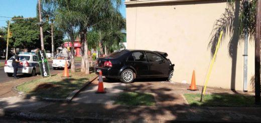 Apareció el dueño del auto que se incrustó contra la concesionaria: dijo que el coche se lo habían robado en Candelaria