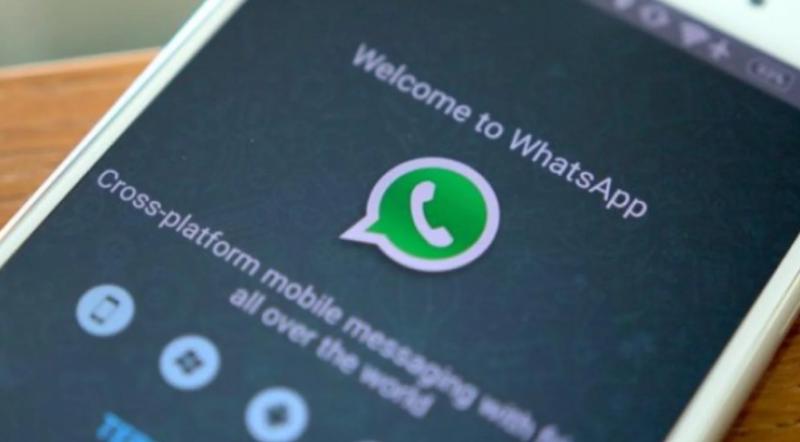 Polémica por una falla en WhatsApp que permitiría espiar chats grupales