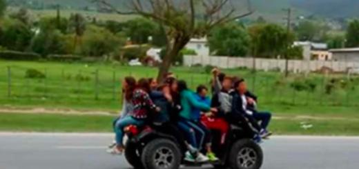 Se viralizó en redes sociales: diez menores circulaban arriba de un cuatriciclo en una ruta