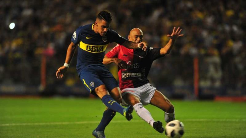 Con el regreso de Tevez, Boca venció a Colón y se escapa en la cima