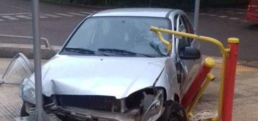 Un conductor alcoholizado perdió el control de su auto y terminó en una plaza de Puerto Rico