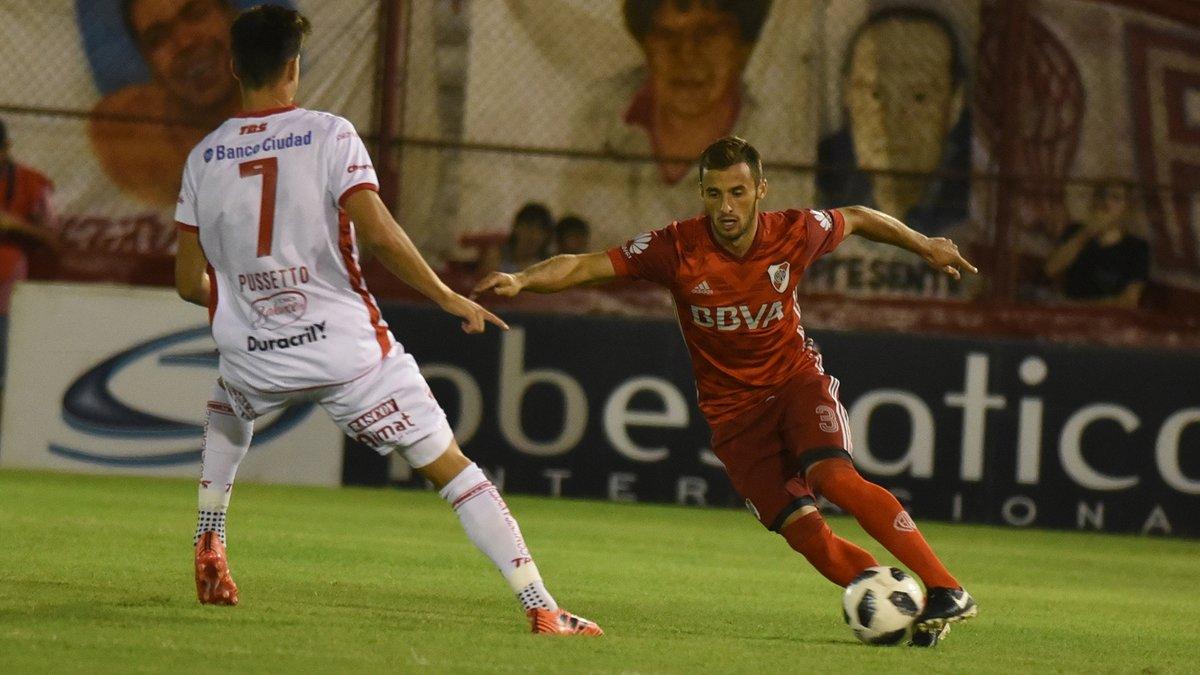 Huracán aprovechó un penal dudoso y derrotó a River en el regreso de la Superliga