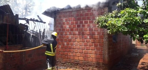 Seis hermanos se salvaron de milagro al incendiarse su casa en San Vicente