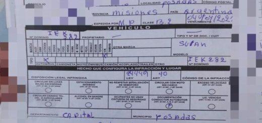 Posadas: no tenía los documentos para circular y se atrincheró una hora en el auto para evitar la multa