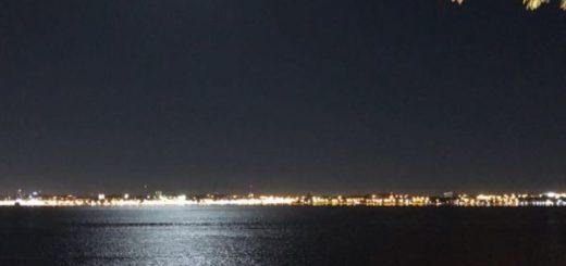Mira la hermosa noche de luna llena en Posadas