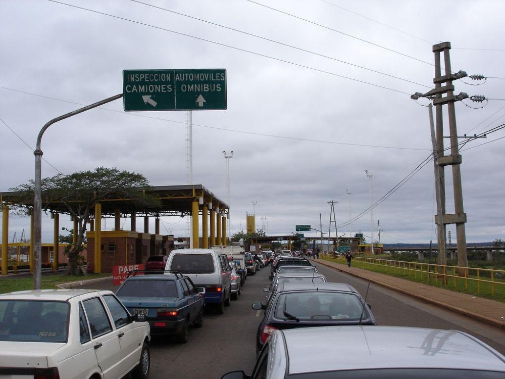 ¿Va a cruzar a Encarnación?: vea antes la fila de vehículos que espera del lado argentino