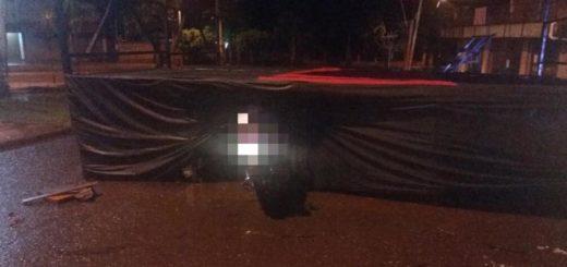 Joven perdió el control de su moto en Iguazú, chocó contra un palco y falleció dos horas después