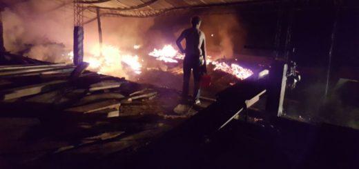 Un voraz incendio destruyó un aserradero en Colonia Liebig