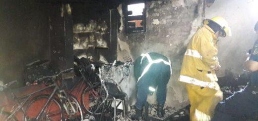 Siete integrantes de una familia perdieron todas sus pertenencias por un incendio en la chacra 112