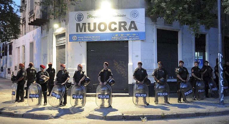 Detuvieron en la frontera con Chile a uno de los dirigentes prófugos de la UOCRA de Bahía Blanca