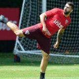 River Plate acordó la contratación del delantero Silvio Romero, que también pretendían Boca e Independiente