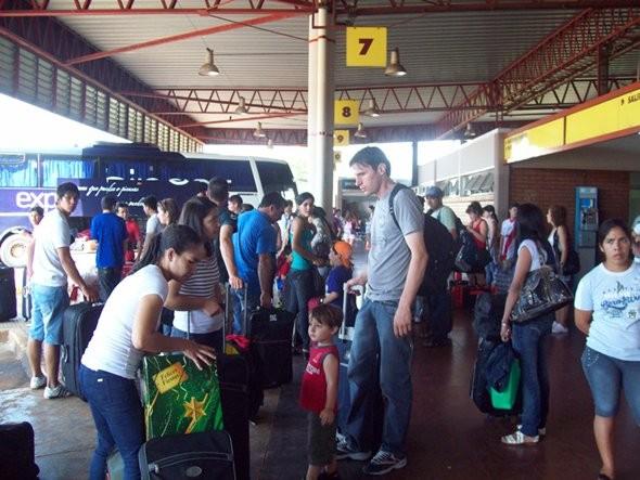 A pesar del incremento en tarifas en micros de larga distancia, aumenta el movimiento por vacaciones en la terminal de Posadas