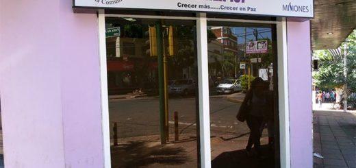 Profesionales de la Línea 137 trabajan para contener a familiares de la joven atacada en el barrio Palomar de Posadas