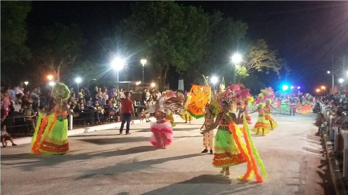 Los más chicos brillaron en la apertura de los carnavales de Santa Ana