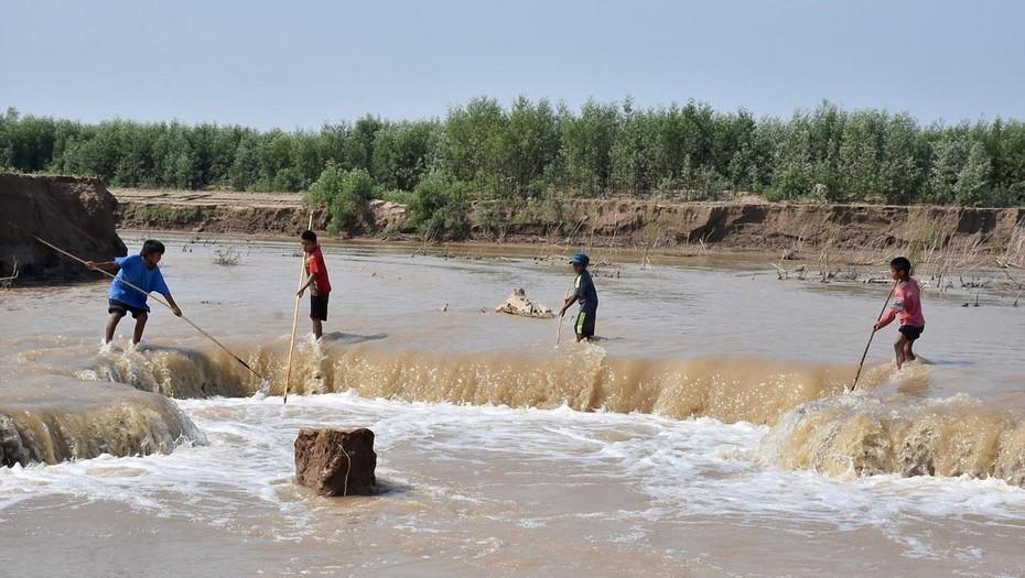 Formosa: una niña wichí murió ahogada en una laguna formada por las inundaciones