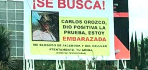 Quedó embarazada y con un cartel escrachó al padre de su hijo