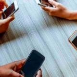 Adictos al celular: un 30% prefiere interactuar con su teléfono antes que con sus seres queridos