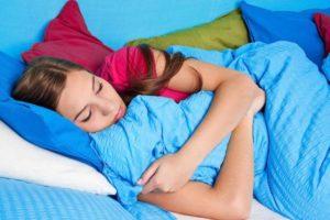 La Academia Americana de Pediatría recomienda dejar dormir más a los hijos adolescentes: no es consentirle, lo necesitan