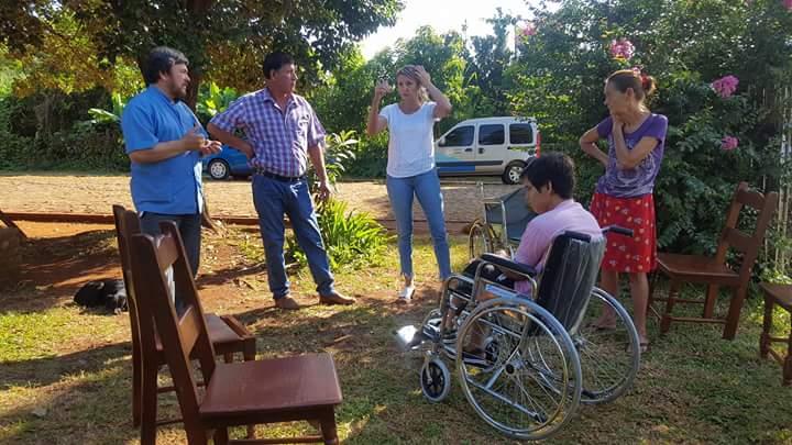 Pacientes de Candelaria, Loreto, Dos de Mayo y Posadas recibieron sillas de ruedas y audífonos